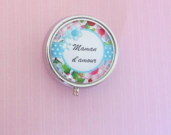 "MOM gift: Pillbox with cabochon ""Love MOM"""
