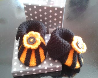 Orange and black halloween chausssons size 3 to 6 months