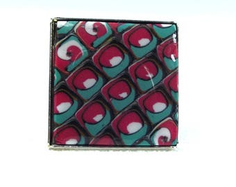 Square ring raspberry pink, red and Emerald effect graphic