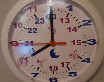Clock personalized so that the little ones know at the level of hours