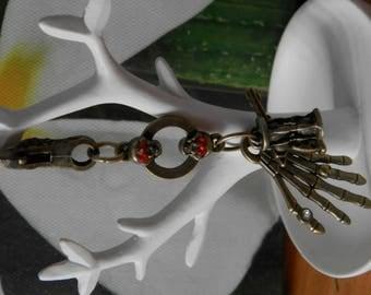 Pirates carabiner Keychain in bronze