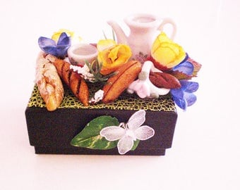 Box decorated n 98 black gourmet collection