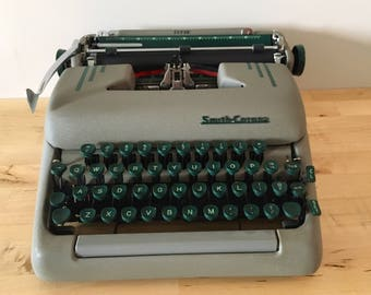 Working Vintage 1950s Smith Corona Portable Typewriter // Green Keys with Case // Mid Century Modern