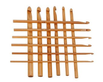 Set of 12 crochet hooks in bamboo