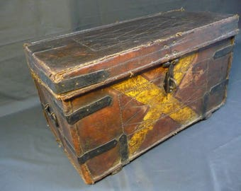 Old Antique Vintage Leather Box Chest Coffee Table