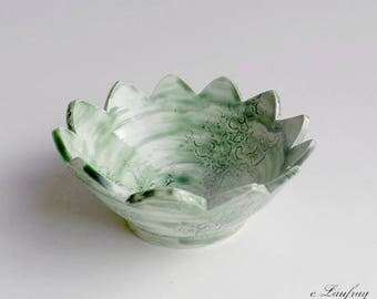 Cup green faience and flower, lace print, cut edges