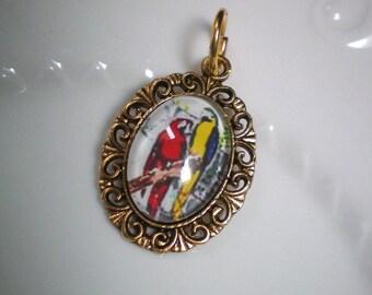 Pretty retro pendant - golden bronze metal Support - macaws parrots glass cabochon