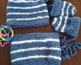 Set: Hat, snood and mittens in blue and white off