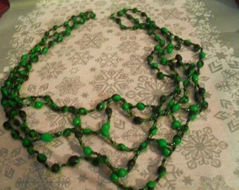 """Necklace mid-length """"spiderweb"""" green and black"""
