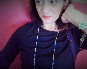 Necklace without clasp and self-adjusting bracelet look.