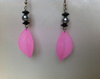 Light pink and gray earrings