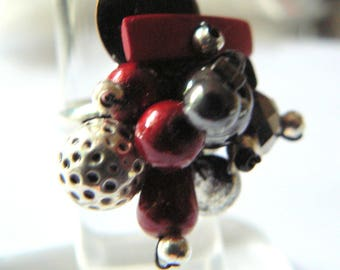 Red and Black Pearl ring wood, sequin black enamel, Pearl hematite, red wood, magical red fecaette