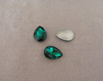 Set of 3 dark green glass rhinestone cabochons faceted 14 * 18 mm