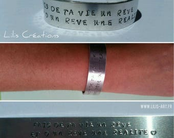 Personalize engraved by hand - A metal bracelet