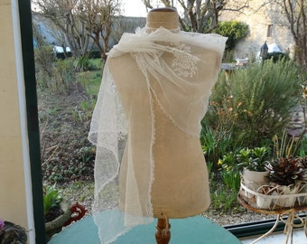 Vintage lace wedding shawl. big French lace wedding shawl. wedding shawl. Bridal accessory. wedding outfit