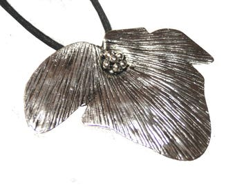 Flower silver cord pendant necklace