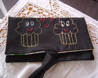 The evening clutch or to put in your purse fabric black and muffins
