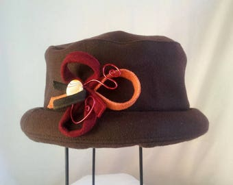 "Winter hat in chocolate peacoat ""petitbord"""