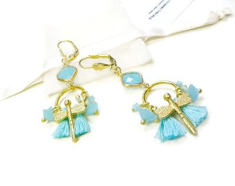Earrings total look with golden light and sky blue