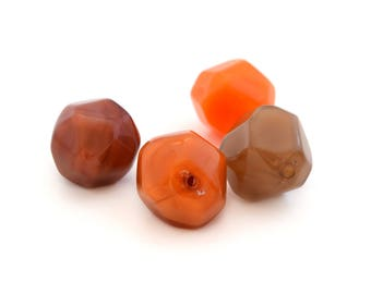 4 beads polygons Brown and orange resin 2cm