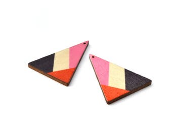2 pendants wooden triangles 3, 9 x 2, 9cm graphic style, pink, red and black