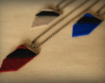 Geometric necklace Bordeaux