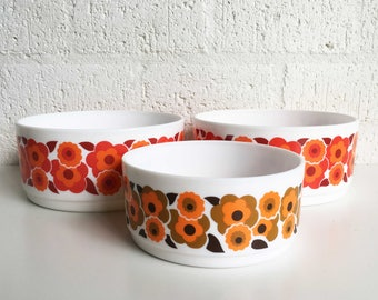 Retro Vintage 70s Arcopal Lotus bowls floral print in two sizes
