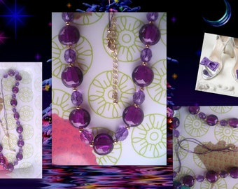 Necklace, purple glass beads... *.