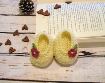 Crochet baby slippers , Baby socks, slippers with flower,White baby booties, Newborn baby booties, Baby shoes