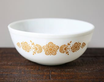Vintage Pyrex 404 Nesting / Mixing Bowl Butterfly Gold