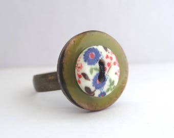 Small colorful flowers and lime green button ring