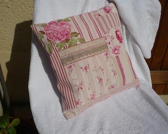 Small romantic pillow lace deco