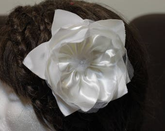 White flower for hair, ideal for weddings