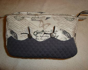 Pretty scalloped way vintage clutch