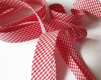 Bias pré-plié cotton has small poppy red gingham sold by the yard