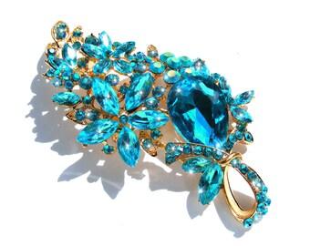 Broche doré fleur cristal et strass bleu et multicolore AB.