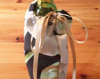 Black floral wine bag with hints of gold