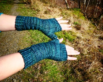 Merino Hand-knitted fingerless gloves