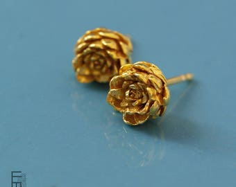 SUCI-Silver earrings with golden bath, small earrings with much detail