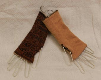 Reversible mittens (Brown and black) and Tan.