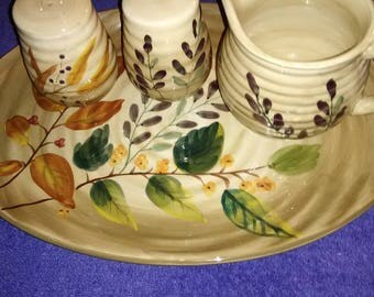 Vintage. Gibson home trend's platter with pitcher and salt and pepper shakers