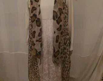 White velvet with fine predator vest in brown tones, boots dress, Safariekleid