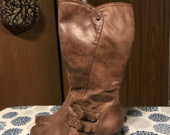 Brown high healed  bare traps boots size 7 m/ womans/knee high/winter/country boot/country girl boots/macys/brand new/skirt boots/cute