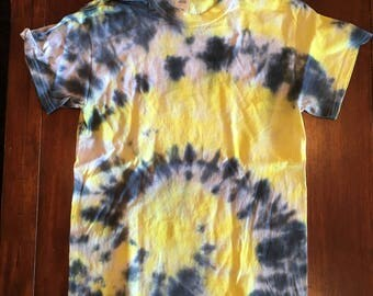 black/gold tie dye t