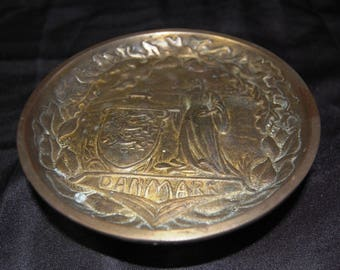 Bronze Danmark Maiden with Shield & 3 Lion Crest