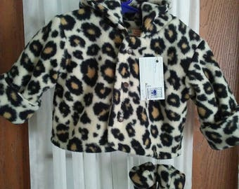 Hooded jacket 6 to 12 months in leopaed fleece with matching mittens. Item lined with same. Snap front.