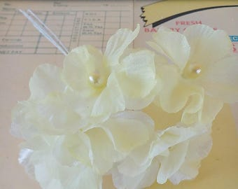 Vintage / Yellow Blossoms / One Bunch / Pearlized Yellow Stamen Centers