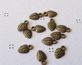 Antiqued bronze leaves charms(12)