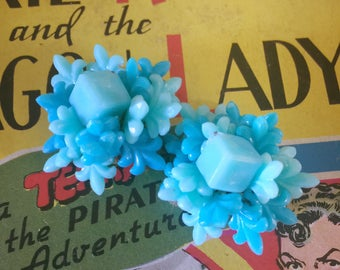 Vintage 1950s earrings turquoise blue plastic bead rosettes 50s Swing Rockabilly jewelry