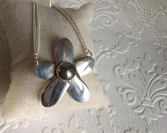 Hematite spoon handle flower necklace